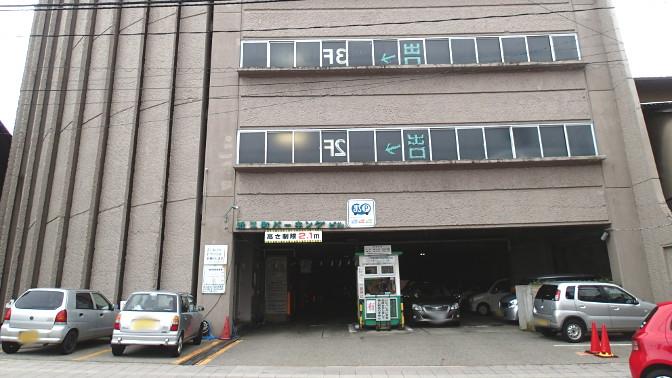 近江町パーキング出入口
